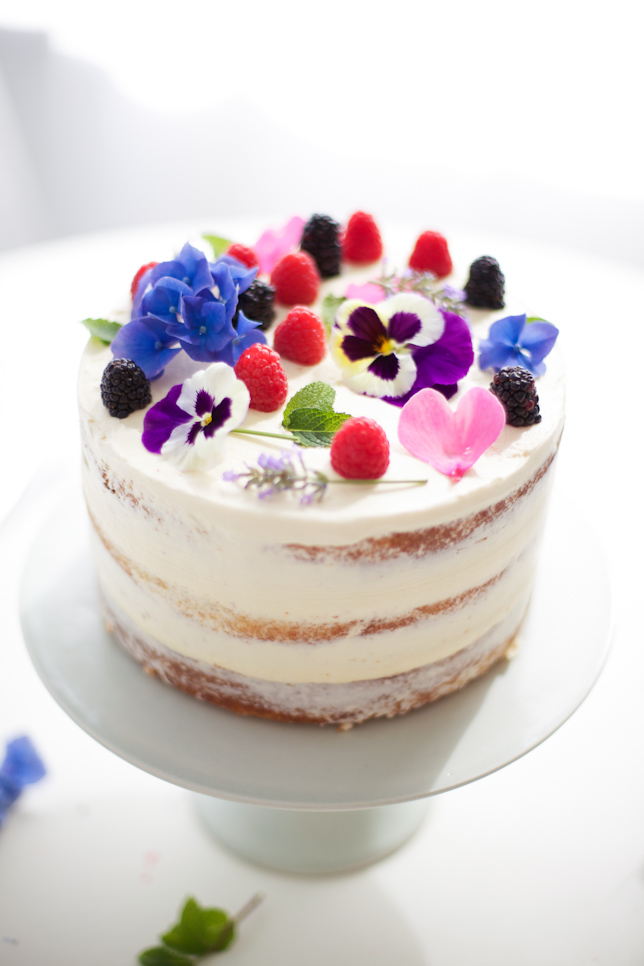 Cake Decorating Ideas Fresh Flowers : How To Make A Naked Cake illuminate my event